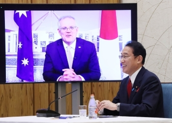 Prime Minister Kishida having a TV talk with the Australian Prime Minister